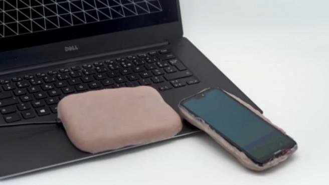 Piel artificial para carcasas móviles.