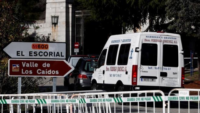 Vista de la entrada al Valle de los Caídos, en San Lorenzo del Escorial, Madrid este lunes de donde El dictador español Francisco Franco (1892-1975) será exhumado y trasladado el próximo jueves 24 de octubre, según informó este lunes el Gobierno español.