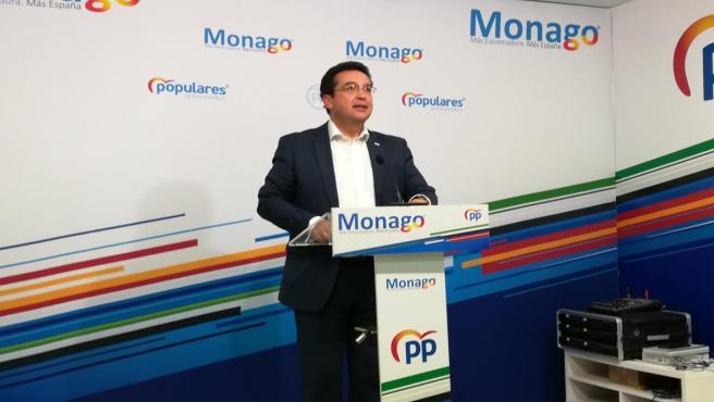 Fernando Manzano (PP) en rueda de prensa en Mérida