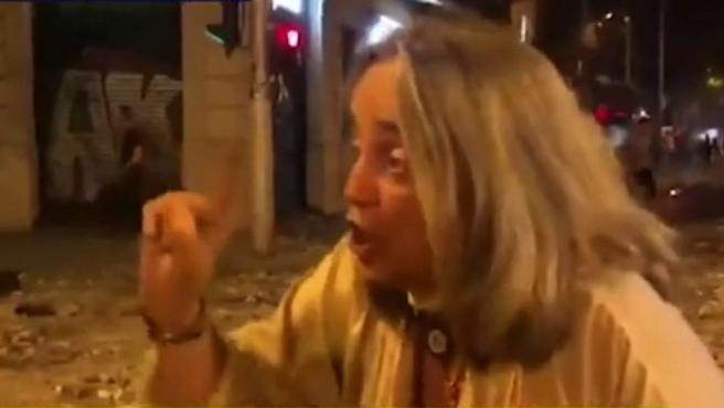 Una vecina de Barcelona se enfrenta a los CDR.