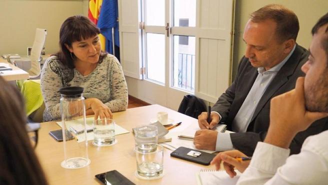 El vicepresident i conseller de Vivenda i Arquitectura Bioclimàtica, Rubén Martínez Dalmau, s'ha reunit amb la regidora de Vivenda de València, Isabel Lozano