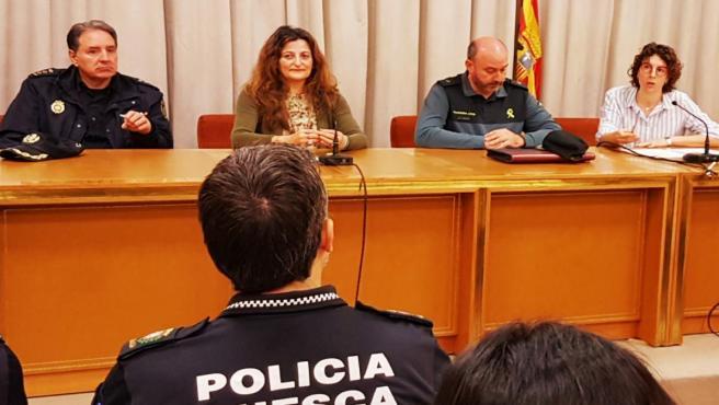 Reunión con policías locales para hablar sobre el Pacto de Estado contra la Violencia de Género.