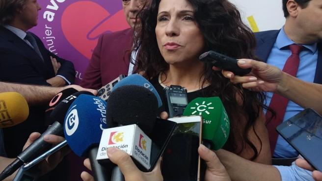 La consejera de Igualdad, Rocío Ruiz, en una imagen de archivo, atiende a los medios.