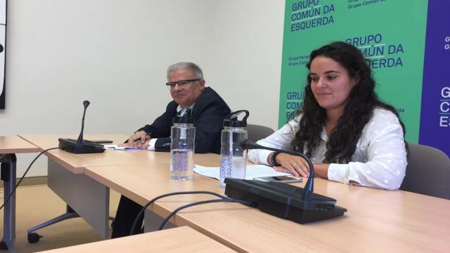 Los diputados del Grupo Común da Esquerda Luca Chao y Manuel Lago en rueda de prensa.