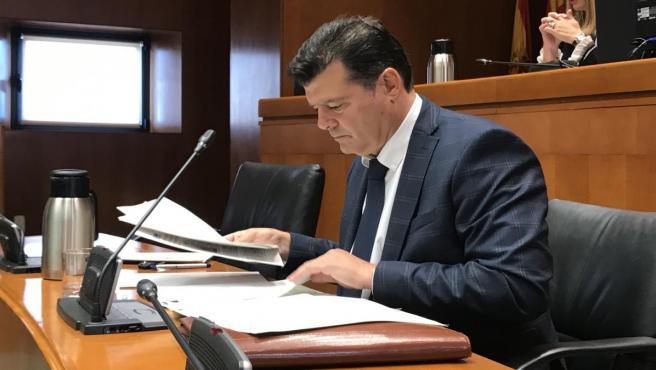 El comsionado del Gobierno de Aragón para la lucha contra la despoblación, Javier Allué, durante su comparecencia.