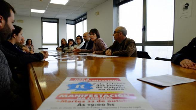 La portavoz nacional del BNG, Ana Pontón, y el candidato al Congreso, Néstor Rego, se reúnen con trabajadores de R