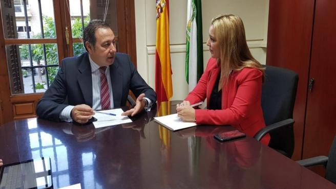 La alcaldesa de Alcalá de Guadaíra, Ana Isabel Jiménez, ha trasladado al delegado del Gobierno de la Junta en Sevilla, Ricardo Sánchez, cuestiones relevantes para los ciudadanos alcalareños