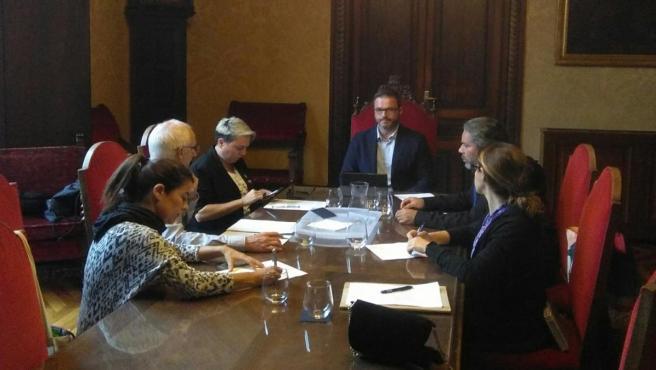 Reunión de los representantes de Congdib con el alcalde de Palma, José Hila, y la regidora Justicia Social, Feminismo y Lgtbi, Sonia Vivas.