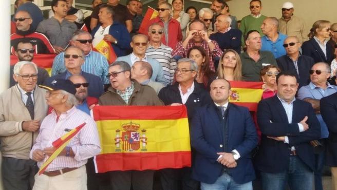 Julio Díaz, Carlos Hermoso y María Ponce, de Cs, acuden a la concentración de apoyo a los policías nacionales desplegados en Cataluña.
