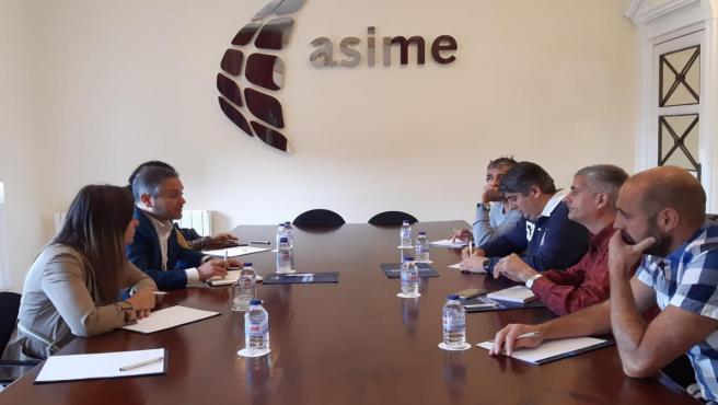 Reunión de responsables de Asime con representantes de UGT Industria y el presidente del comité de Barreras, Sergio Gálvez.