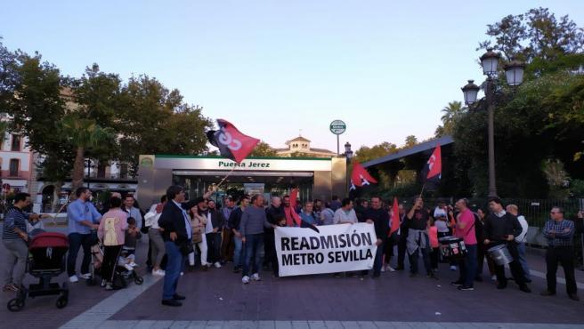 Concentración de la plantilla del metro ante la Puerta de Jerez