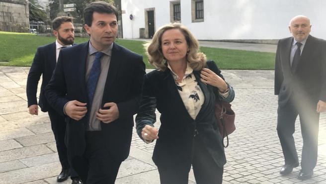 El secretario general del PSdeG, Gonzalo Caballero, junto a la ministra de Economía, Nadia Calviño, en Santiago de Compostela