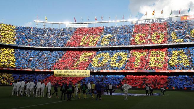 El Camp Nou, instantes antes del Clásico.