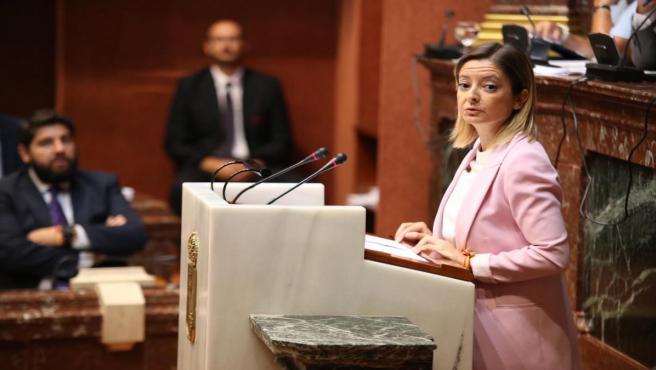 La diputada regional del PP, María Dolores Valcárcel en el pleno de la Asamblea Regional
