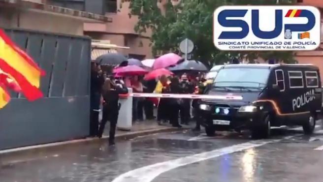 Rebuda de la UIP procedent de Catalunya en el complex valencià de Sapadors