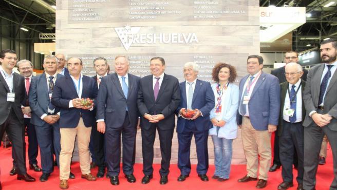 Freshuelva recibe el apoyo del ministro de Agricultura, Luis Planas, en Fruit Attraction.