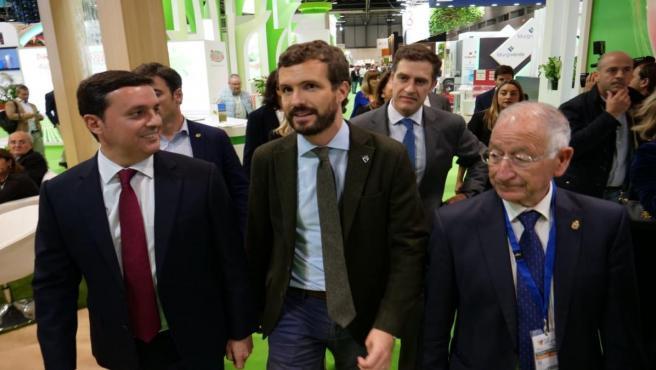El presidente del PP, Pablo Casado, durante su visita a los 'stands' de Almería de Fruit Attraction