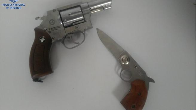 Armas intervenidas al hombre de 62 años acusado de amenazar de muerte a su médico