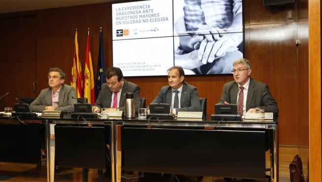 El consejero municipal de Acción Social y Familia, Ángel Lorén, en la jornada 'La experiencia aragonesa ante nuestros mayores en soledad no elegida'