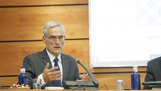 El fiscal superior de Castilla-La Mancha, José Martínez, en la Comisión de las Cortes.