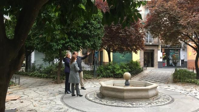 El grupo municipal de Vox, en una plaza frente a Urbanismo