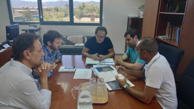 El regidor de Medio Ambiente del Ayuntamiento de Calvià, Rafel Sedano, reunido con el director general de Espacios Naturales y Biodiversidad de la Conselleria de Medio Ambiente y Territorio, Llorenç Mas.