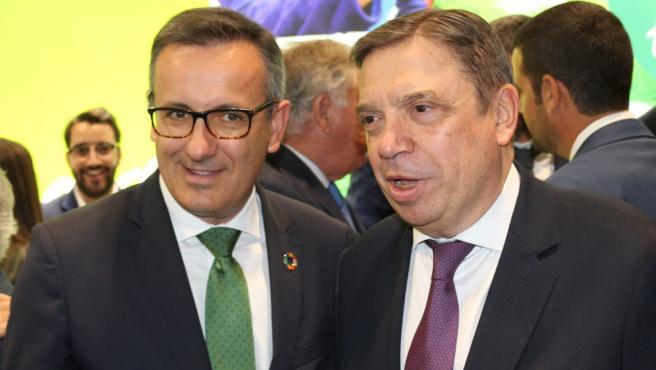 El secretario general del PSRM, Diego Conesa, junto al ministro Luis Planas