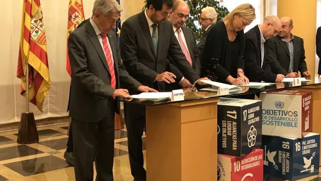 Firma de la Declaración del Diálogo Social de Aragón 2019.