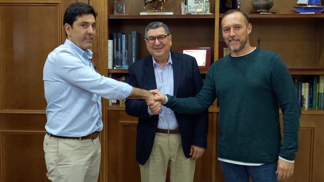 Firma del contrato de adjudicación de las obras del edificio Mercovélez