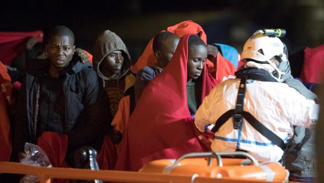 Llegada al puerto granadino de Motril de 58 inmigrantes rescatados por Salvamento Marítimo cuando navegaban en una patera en aguas del mar de Alborán.