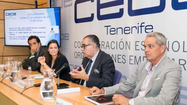 La consejera de Turismo del Gobierno de Canarias, Yaiza Castilla, en un encuentro con CEOE-Tenerife