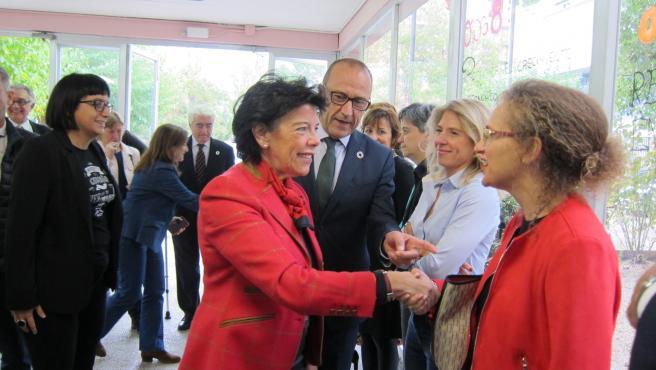 La ministra de Educación a su llegada al IES Avempace de Zaragoza.