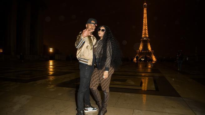 """Nicki Minaj y Kenneth """"Zoo"""" Petty en la torre Eiffel de París el 8 de marzo de 2019."""