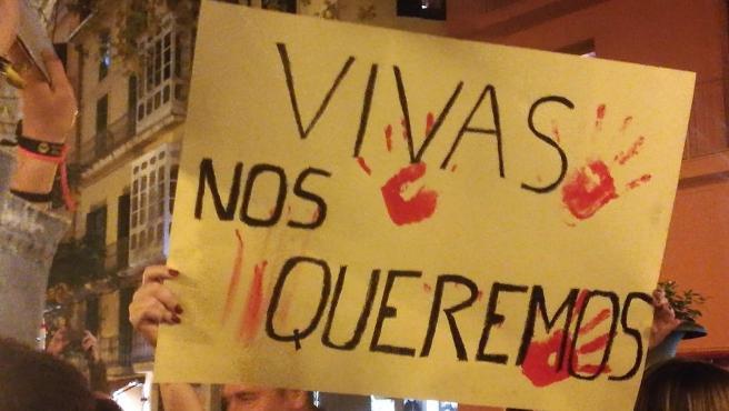 Pancarta en la concentración feminista convocada tras el asesinato de Sacramento Roca.