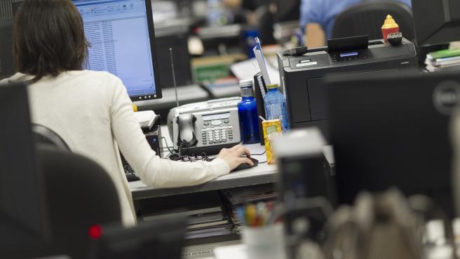 Trabajadora en una oficina.