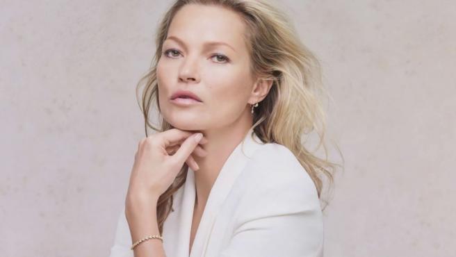 Kate Moss posando para Decorté Cosmetics