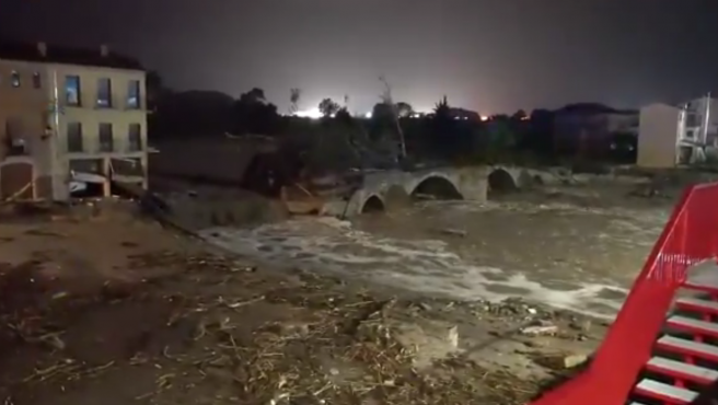 Captura de vídeo con el río Francolí a su paso por Montblanc (Tarragona), desbordado por las lluvias.