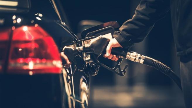 Algunos vehículos propulsados por diésel cuentan, además de la apertura para rellenar el tanque de gasoil, con otra que es exclusiva para AdBlue.