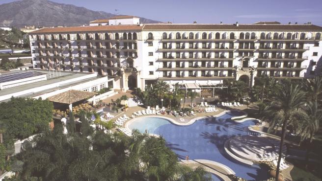 Hotel málaga costa del sol piscina establecimiento ocio turismo turistas