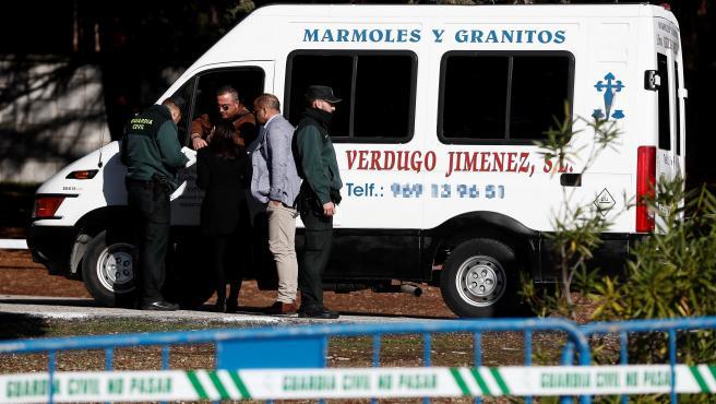 Furgoneta de los marmolistas Verdugo Jiménez a la entrada del Valle de los Caídos.