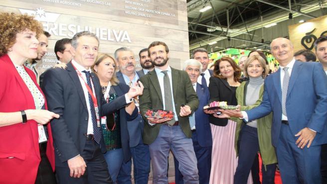 El presidente del PP, Pablo Casado, visita el stand de Freshuelva en Fruit Attraction.