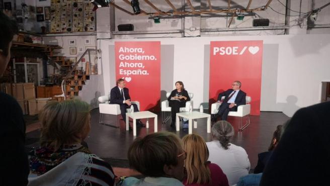 El secretario general del PSPV-PSOE, Ximo Puig, y el ministro de Cultura, José Guirao, intervienen en un acto de partido