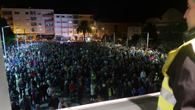 Varios miles de personas se concentran en Burela para reclamar una solución para Alcoa