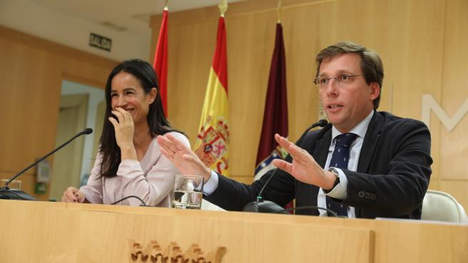 El alcalde y la vicealcaldesa de Madrid durante la rueda de prensa posterior a la Junta de Gobierno