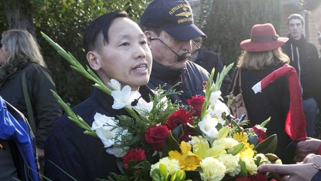 Chen Xiangwei, el chino franquista, visita Mingorrubio para la inhumación de Franco