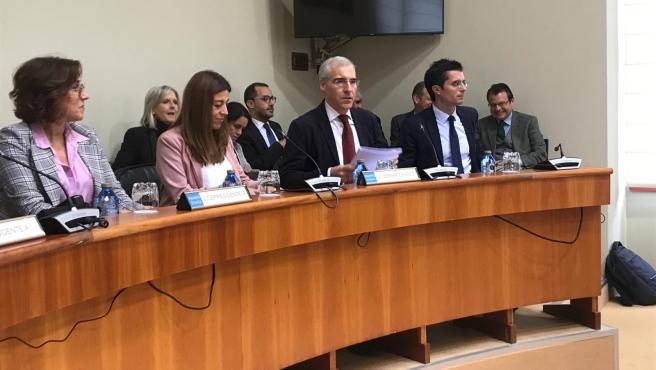 El conselleiro de Economía, Francisco Conde, comparece en la Comisión de Economía, Facenda e Orzamentos