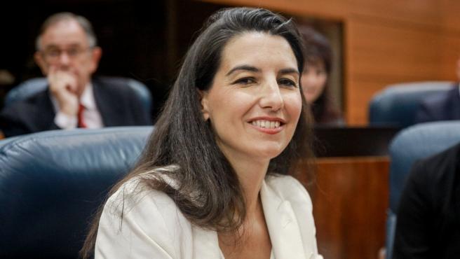 La portavoz de Vox en la Asamblea de Madrid, Rocío Monasterio, sentada en su escaño