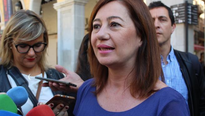 La presidenta del Govern, Francina Armengol, en declaraciones a la prensa (archivo)