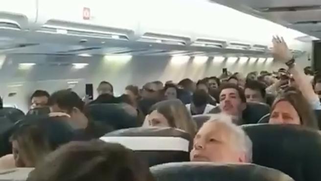 Las reacciones de los pasajeros variaban tras el fallo del motor.