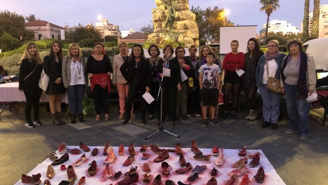 Asistentes a la concentración 'Ens Volem Vives', del colectivo Feministes en Acció
